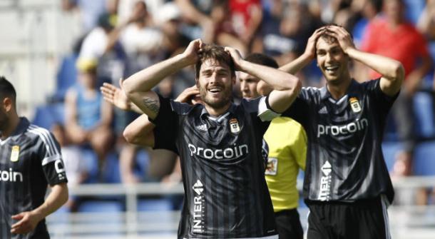 Los jugadores del Real Oviedo, incrédulos | Foto: LNE