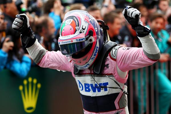 Sergio Pérez celebrando en el parque cerrado su tercer puesto en el Gran Premio de Azerbaiján | Fuente: Getty Images