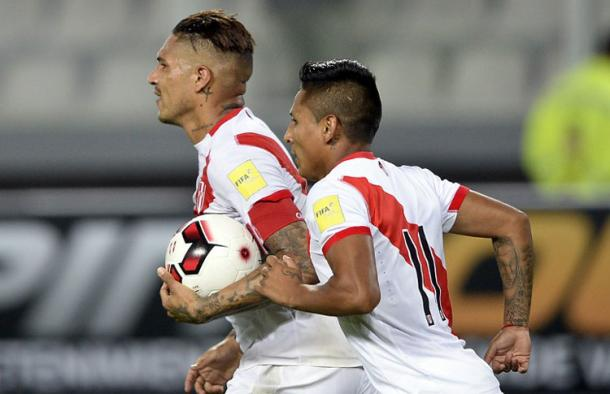 No time to celebrate for Paolo Guerrero when he tied Teófilo Cubillas goal scoring record on Thursday. Photo provided by AFP.
