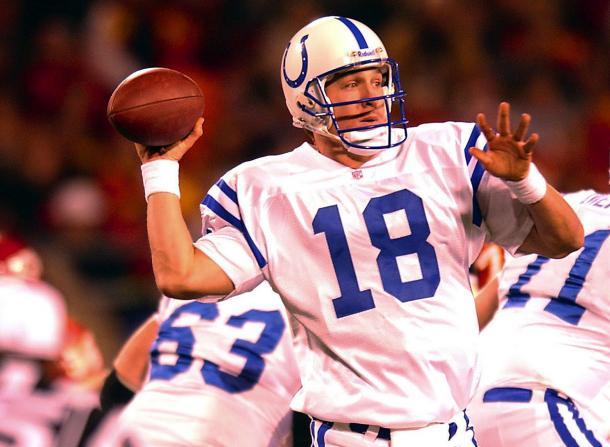 Peyton Manning lanza como jugador de los Colts. Fuente: NFL