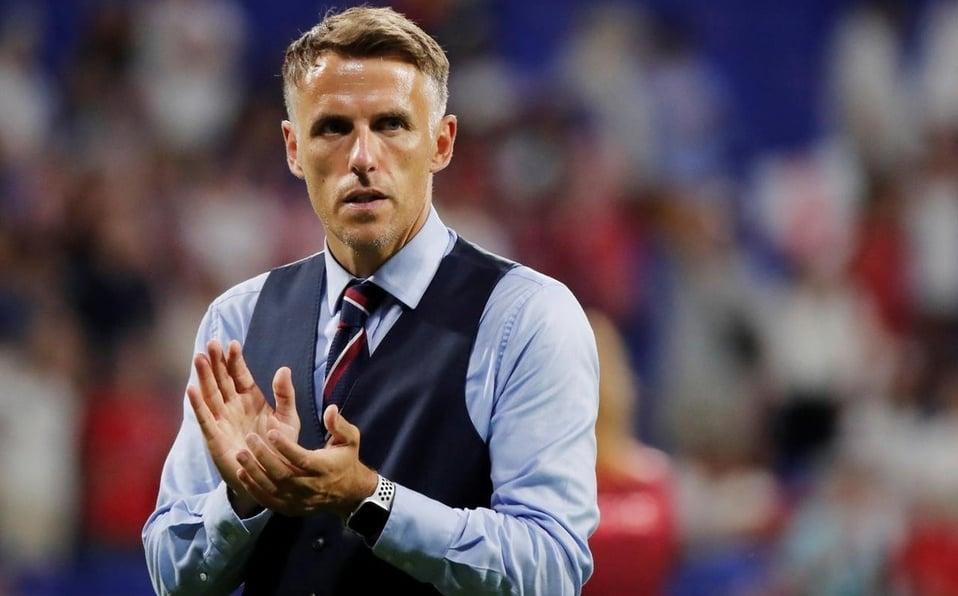 Neville en un encuentro con la selección inglesa (milenio.com)