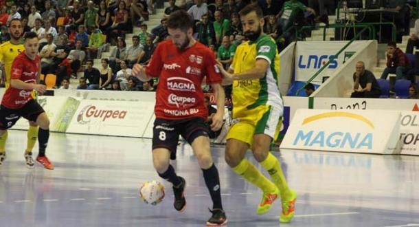 Martil aguanta la pelota ante Carlitos   Foto: LNFS