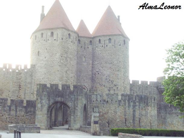 Puerta Narbona, la entrada a la Cité (Imagen: AlmaLeonor, de VAVEL)