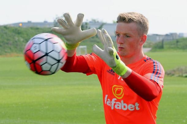 Pickford had his eye on the ball and proved sucessful | photo: the Chronicle Live