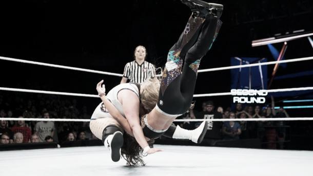 Niven advances. Photo-WWE.com