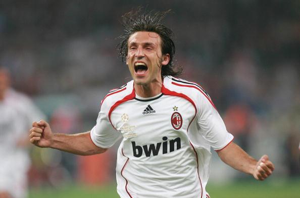 Pirlo comemora um dos gols do título do Milan na Champions League de 2006/07 (Foto: Franck Fife/AFP/Getty Images)