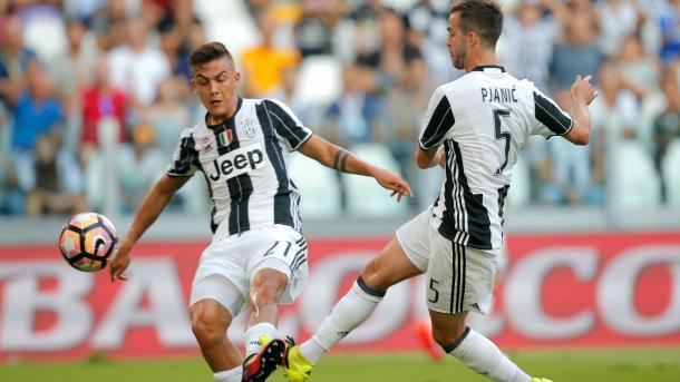 Dybala e Pjanic contro il Sassuolo. Il gol è del bosniaco. | Fonte immagine: goal.com