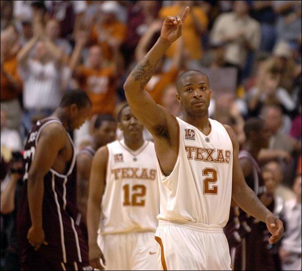 PJ Tucker acknowledges the Texas crowd. PHOTO: Nick Krug-kusports.com