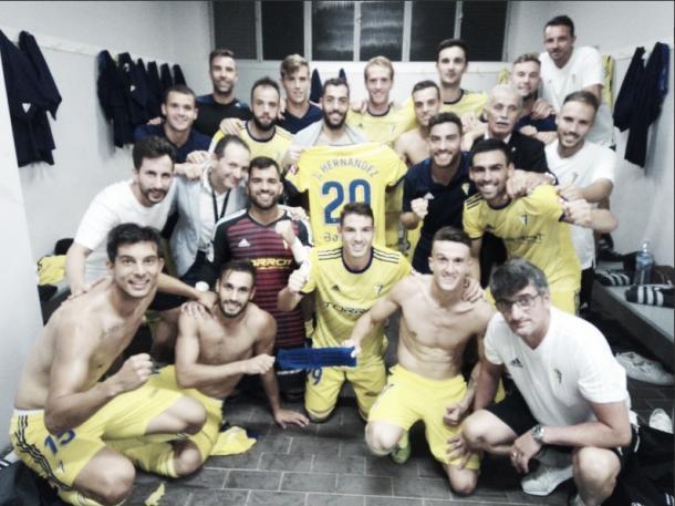 La plantilla del Cádiz CF apoyando a los lesionados | Foto: Cádiz CF