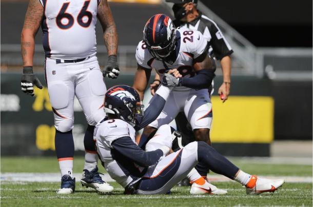 QB dos Broncos, Drew Lock sentiu dores no ombro na derrota pelo Pittsburgh Steelers | Foto: Ben Swanson/Denver Broncos