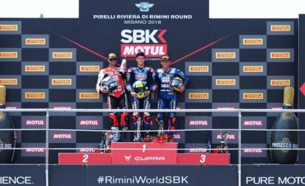 Raffaele De Rosa en el podio en Misano. | Foto: WorldSBK