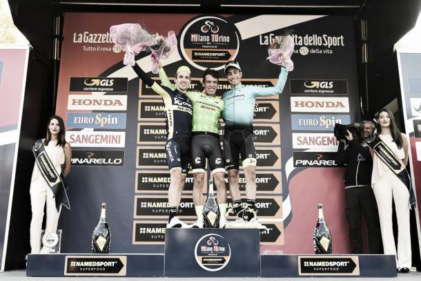 Urán acompañado de Yates y Aru en el podio | Foto: milanotorino.it