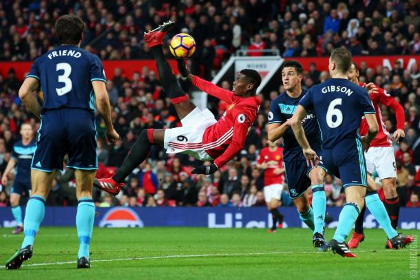 La rovesciata di Pogba fermata soltanto dal palo - Foto Twitter Manchester United