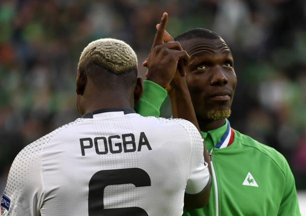 Il saluto a inizio gara tra i fratelli Pogba - Foto Europa League Twitter