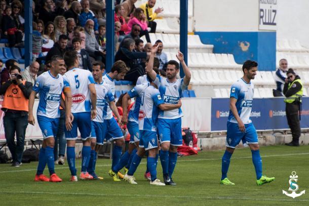 El CD Alcoyano celebra la victoria ante el Peña Deportiva, que acercaba la permanencia  | Foto: CD Alcoyano - Silvia Calatayud