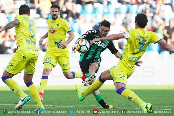 Serie A, colpo Sassuolo a Genova. La Juventus domina contro il Bologna
