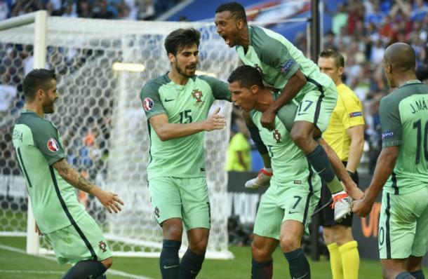 Portugal's squad don't seem to resent their star man | Photo: scoopnest.com