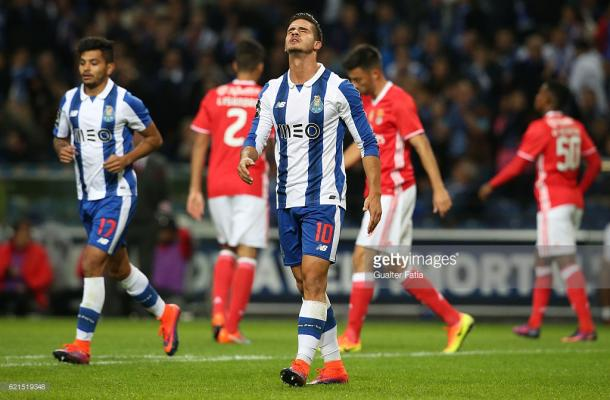 Jugadores del FC Porto cariacontecidos tras el empate del Benfica en el descuento / Foto: gettyimages