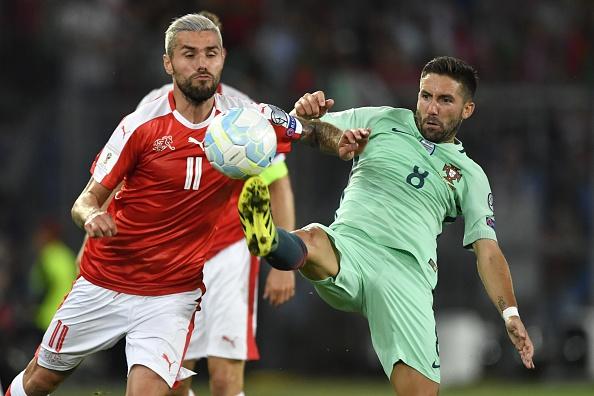 Na ida, vitória dos suíços por 2 a 0 (Foto: Fabrice Coffrini/AFP/Getty Images)