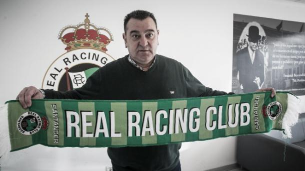 Carlos Pouso en su presentación como técnico verdiblanco. | Foto: Real Racing Club