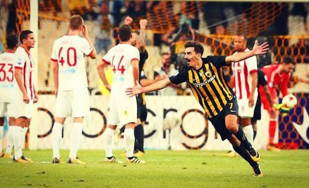 La delusione dei giocatori e l'esultanza dell'AEK Atene | Agonasport