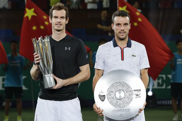 Murray y Bautista en entrega de premios del Masters 1000 de Shangai. Foto: zimbio