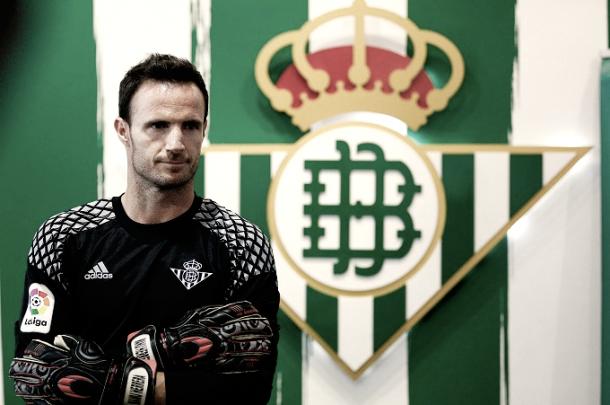 Manu Herrera en su presentación con el Real Betis. (www.eldesmarque.com)