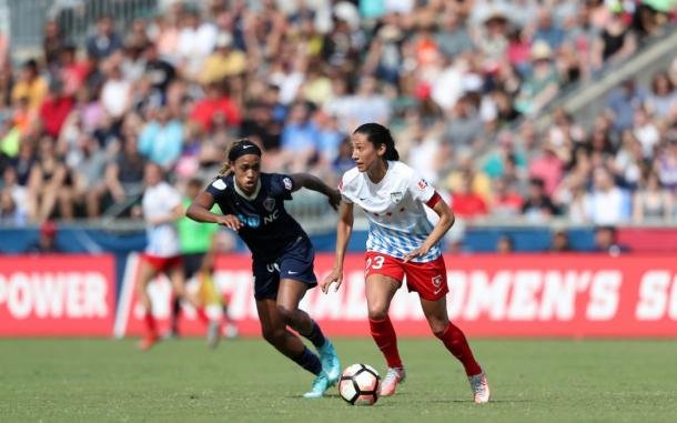 Jessica McDonald, North Carolina Courage (left), going one on one with Chicago's Christen Press (right) l Source: Chicagoredstars.com