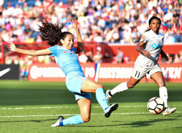 Christen Press sends a shot towards goal against the North Carolina Courage in Chicago. | Photo: Quinn Harris - Icon Sportswire via Getty Images