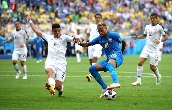 Neymar em jogada individual dentro da área ( Divulgação / GettyImages)