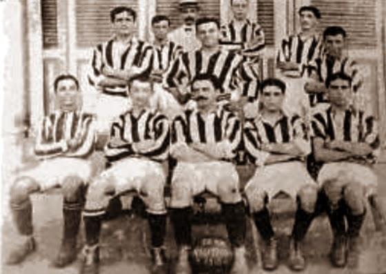 A primeira equipe de futebol do Clube Náutico Capibaribe formada em 1909.