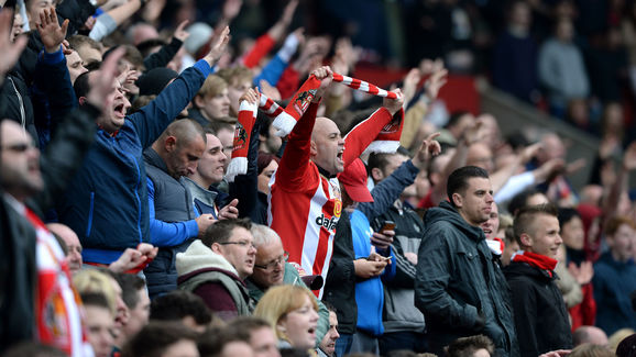 The Sunderland fans cheer on their side in the 3-2 win over Chelsea. (Photo: 90min)