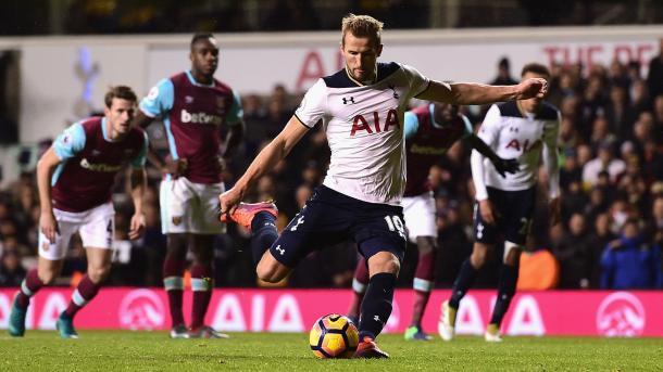Il rigore di Kane, che confeziona il 3-2 definitivo a White Hart Lane.   Fonte immagine: Sky Sports
