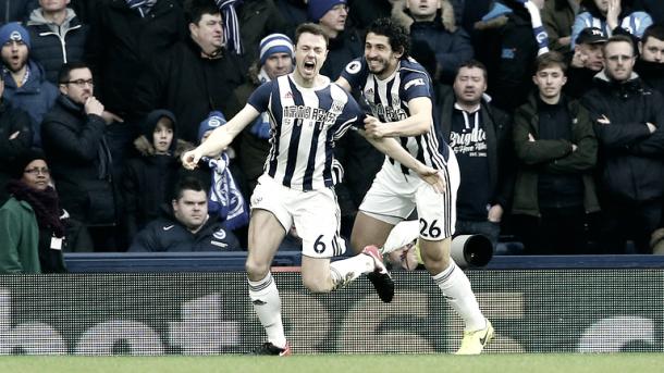 Evans marcó en la victoria ante el Brighton.