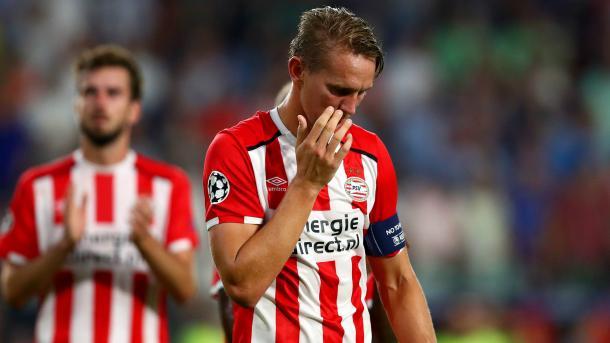 La delusione del Capitano del PSV, De Jong dopo la sconfitta dell'andata. Fonte foto: goal.com