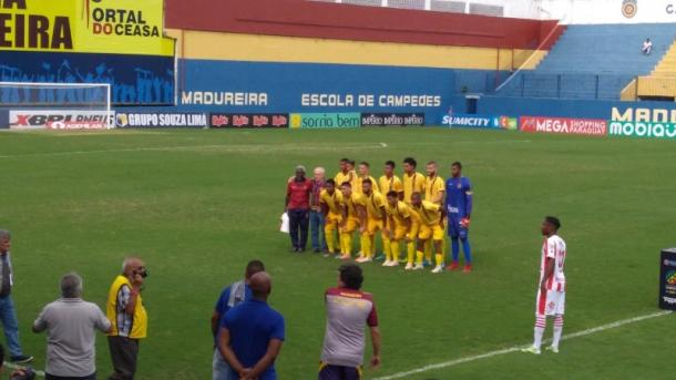 Evaristo de Macedo foi homenageado antes da partida. (Foto: Edilson Dias)