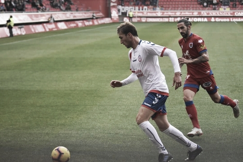 Rafa perseguido de un rival. Fotografía: Noelia Arroyo (Vavel)