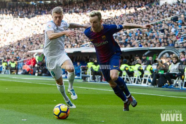 Ivan Rakitic en el Real Madrid 0-3 FC Barcelona / Foto: Daniel Nieto (VAVEL.com)