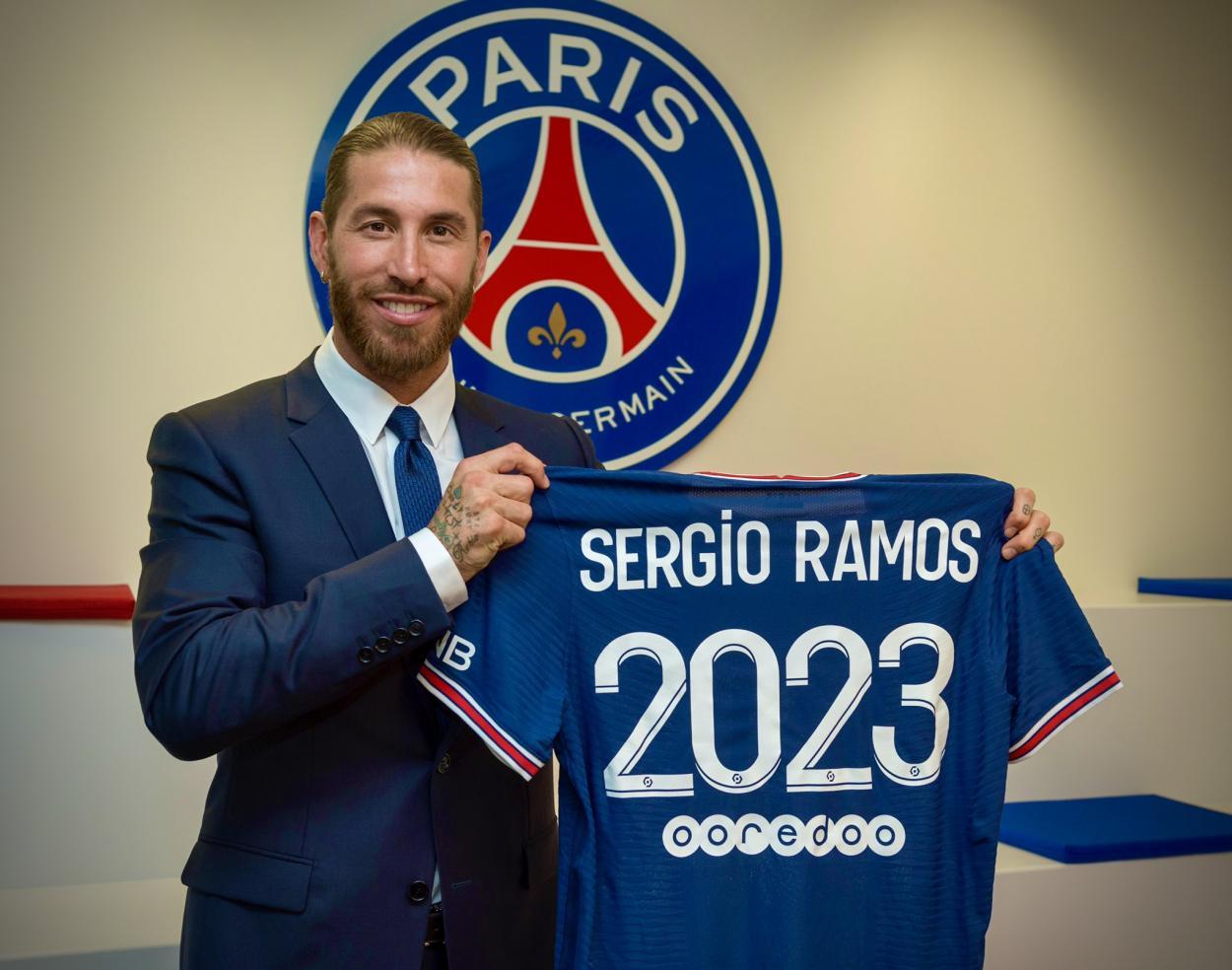 Sergio Ramos posando con su nueva camiseta | Foto: Sergio Ramos