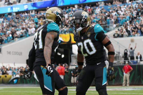 Jalen Ramsey e A.J Bouye formam uma das duplas de cornerbacks mais eficiente da NFL (Foto: Logan Bowles/Getty Images)