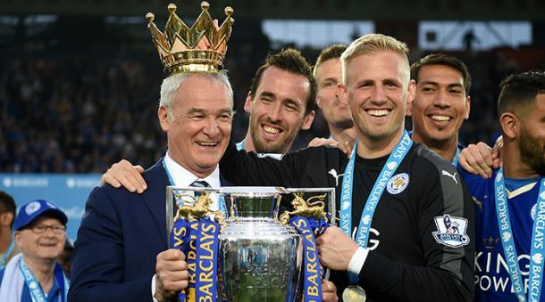 Em 15-16, o Leiceste surpreendeu o mundo e conquistou a Premier League (Dilvulgação / Leicester)