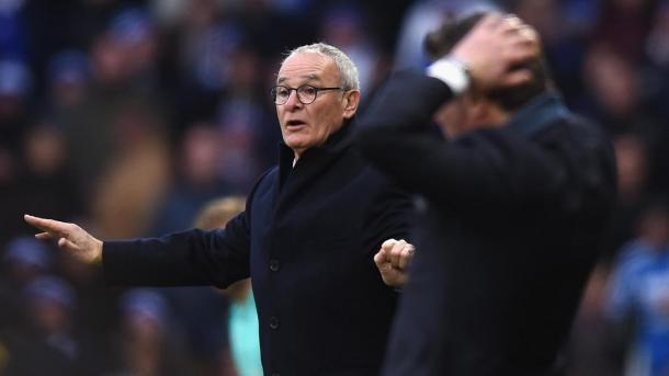 Ranieri dando instrucciones técnicas en la banda. Foto: premierleague
