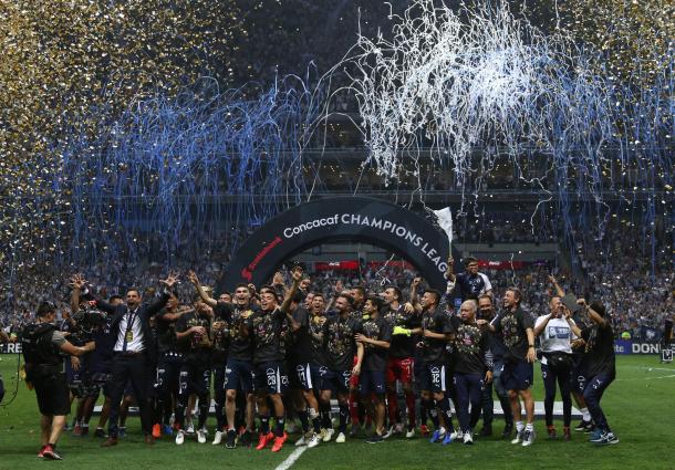 Rayados celebrando el campeonato ante Tigres en 2019. Foto: Liga MX