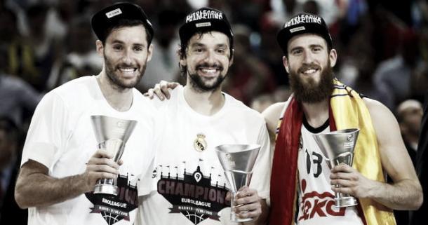 Sergio Rodríguez junto a excompañeros del Real Madrid, tras ganar la Euroliga | Foto: basketinside.com