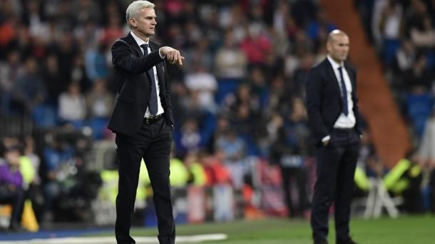 Magiera - in primo piano - e Zidane sullo sfondo nella gara d'andata - Foto Champions League