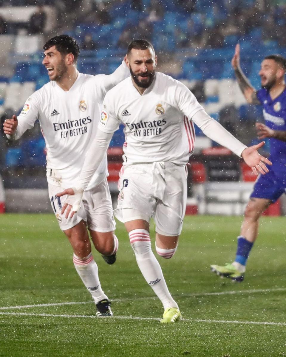 Marco Asensio y Karim Benzema celebran un gol anotado frente al Getafe.  Foto: @realmadrid