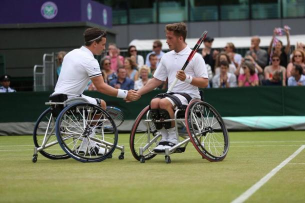 Hewitt & Reid after a point (image: Julian Finney)
