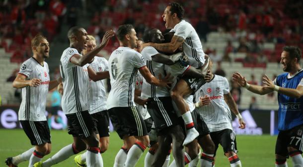 La pazza gioia di Talisca e del Besiktas dopo il gol al Benfica. Fonte foto: it.uefa.com