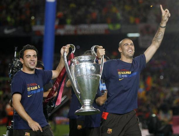 Valdes lifts one of his three Champions League titles with Spanish legend Xavi | Photo: Squawka