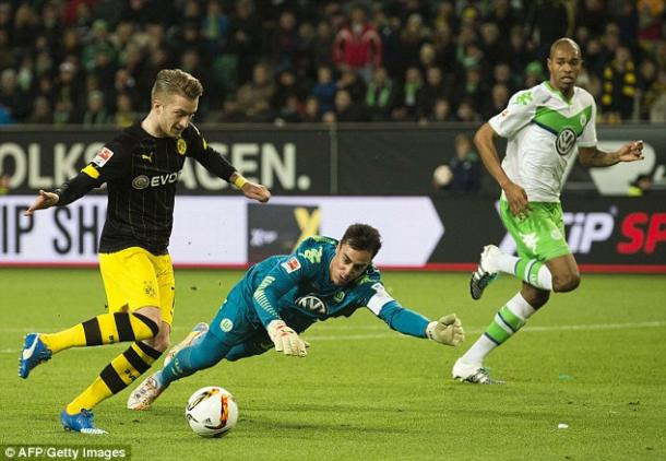 Reus rounds Benaglio to open the scoring (photo: getty)